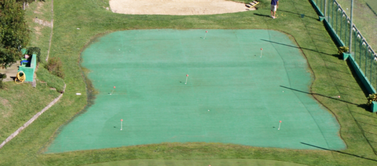 Hotel con instalaciones deportivas de Pádel, Golf y campos de fútbol